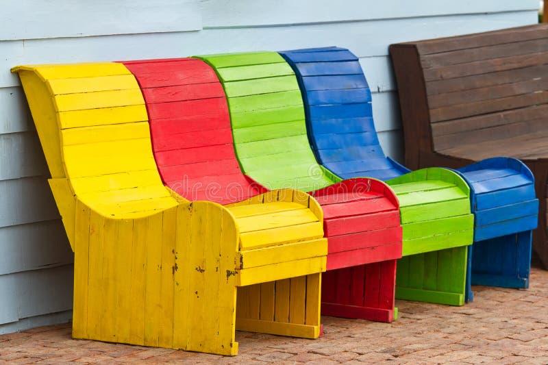 Bunte Holzstühle bunte holzstühle stockbild bild lehnsessel sitz 32609287
