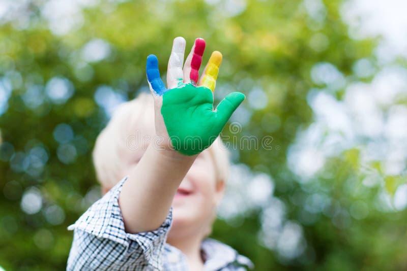 Bunte kleine Hand lizenzfreies stockbild