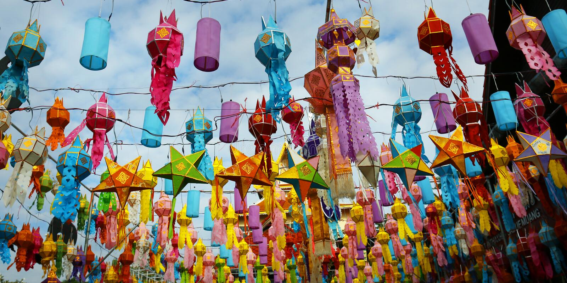 Bunte Laterne während Loy-krathong Festivals CHIANG MAI, THAILAND lizenzfreies stockbild