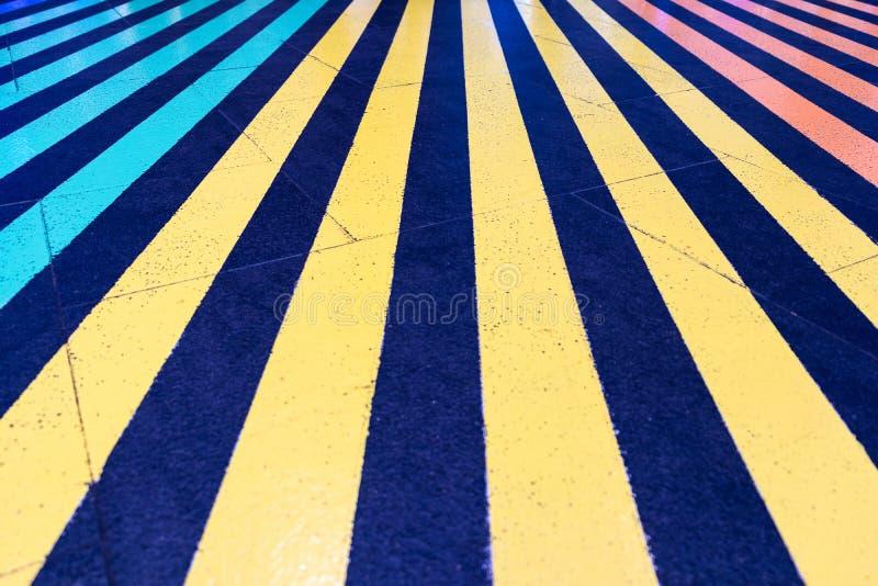 Bunte Linie auf dem Boden stockbilder