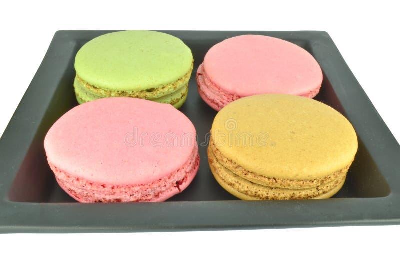 Download Bunte Makronen In Der Schwarzen Platte Stockfoto - Bild von kochen, farbe: 27732892