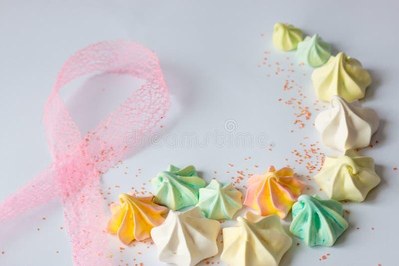 Bunte Meringe farbige viele Meringen unterschiedlicher Bonbon lizenzfreies stockfoto