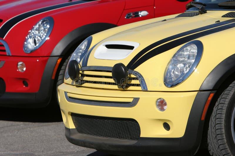 Bunte Mini Cooper-Autos stockbild