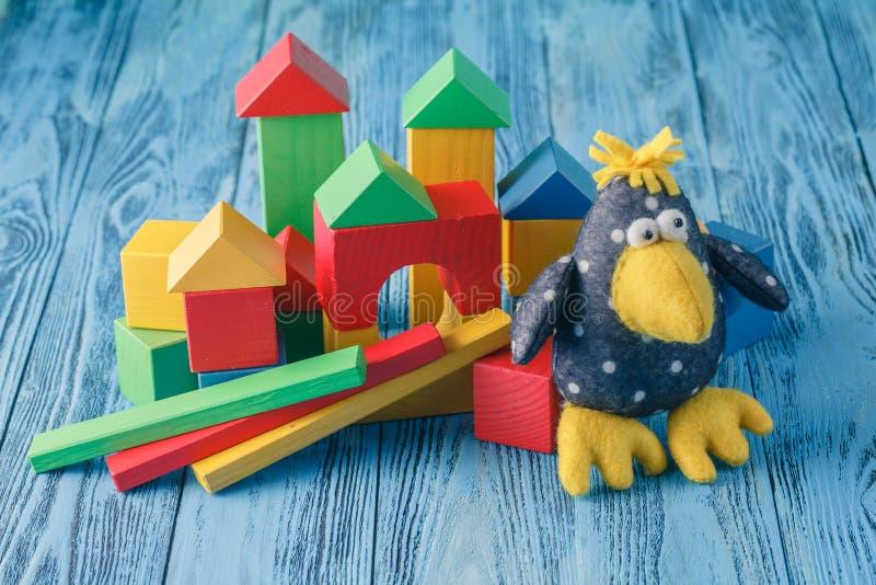 Bunte Puppen-und Spielwaren-Sammlung stockfoto