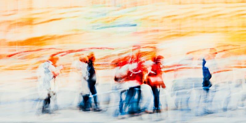 Bunte Schattenbilder von Leuten in der Straße - abstrakter Expressionismus-Impressionismus stockfoto