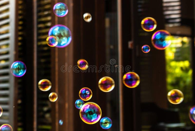 Bunte Seifenluftblasen stockbild