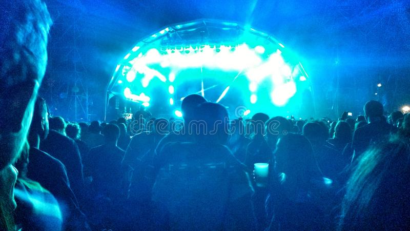 Bunte Stadien und helle Show an einem Festival der elektronischen Musik in Madrid stockfotos
