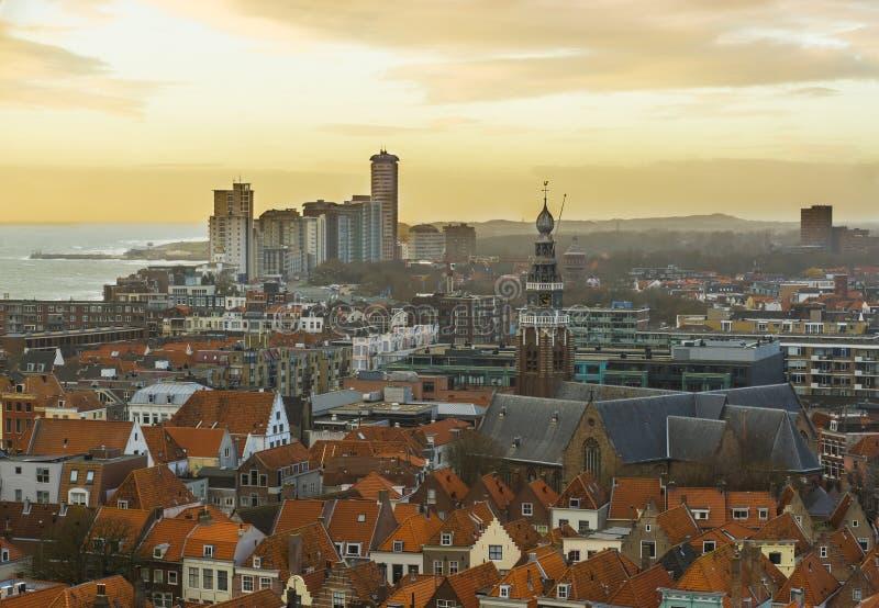 Bunte Stadtskyline von Vlissingen mit dem KirchenGlockenturm und von Ansicht in Meer, populäre Stadt in Zeeland, die Niederlande lizenzfreies stockfoto