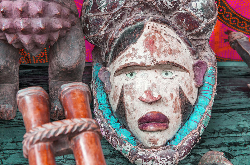 Bunte Stammes- Maske von Afrika lizenzfreies stockfoto