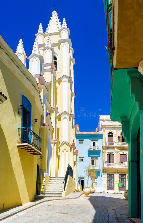 Bunte Straße in altem Havana stockbild
