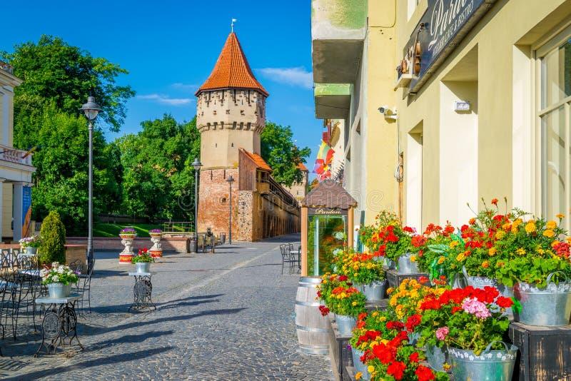 Bunte Straße in Sibiu morgens, Siebenbürgen-Region lizenzfreie stockbilder