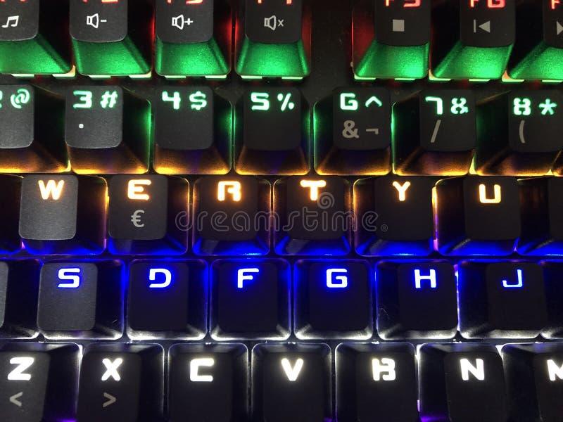 Bunte Tastatur für Gamers lizenzfreie stockfotos