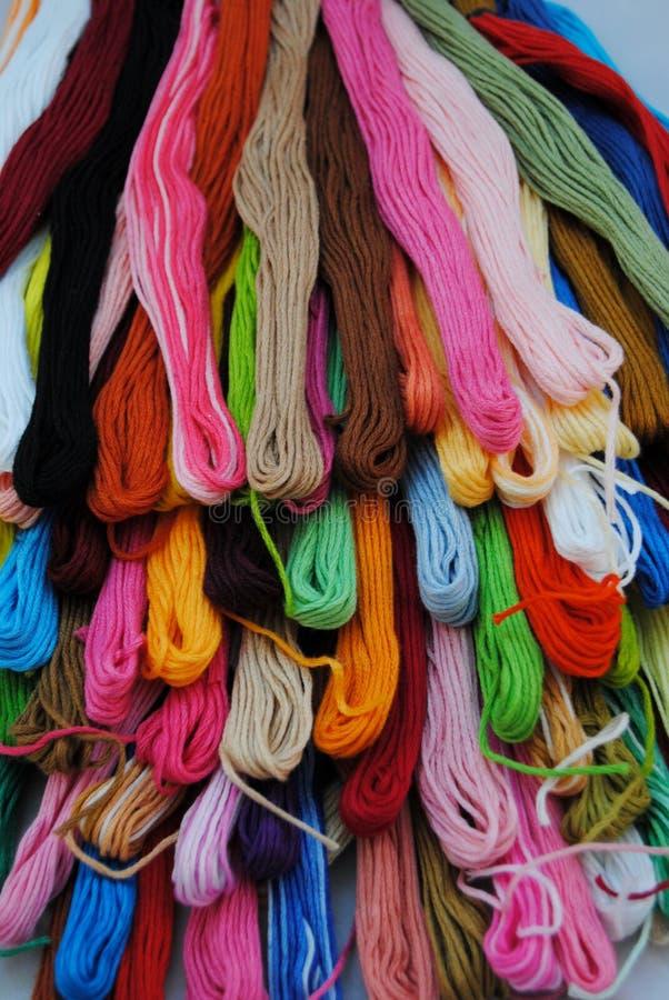 Bunte Threads stockbilder