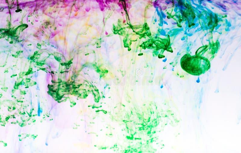 Bunte Tinte im Wasser stockbild