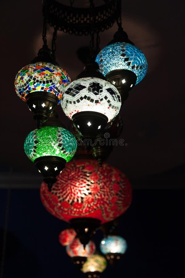 Bunte Truthahnmosaikglaslampen stockfotos