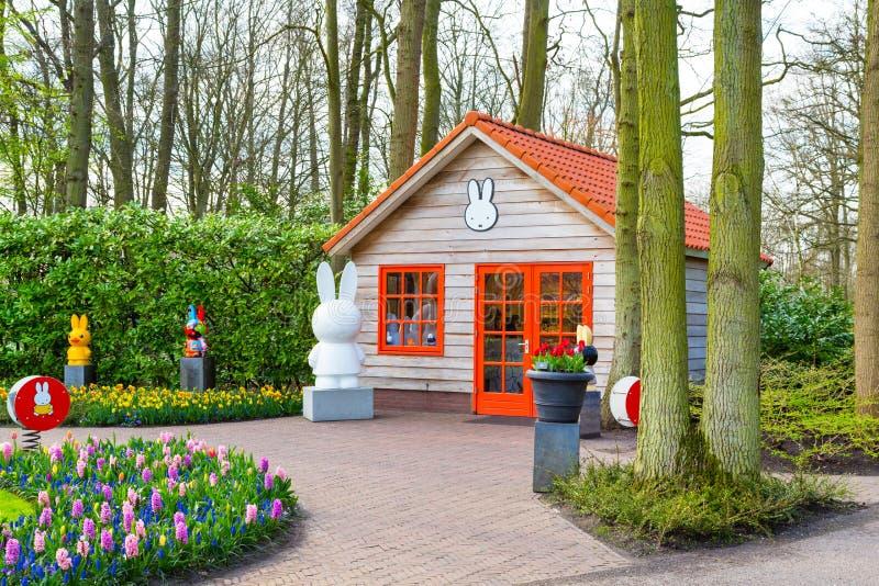 Bunte Tulpen Pavillion und der Blume blühen im niederländischen Park Keukenhof, Lisse, Holland stockfotografie