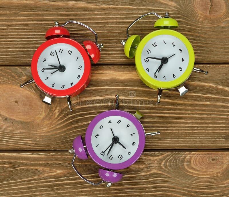 Bunte Uhren lizenzfreie stockfotos