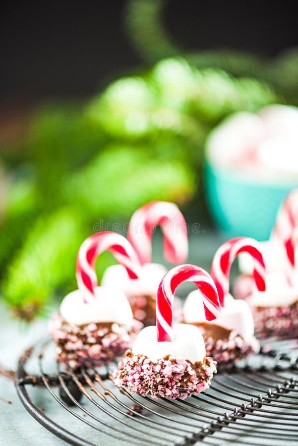 Bunte und kreative festliche Weihnachtsbonbons lizenzfreie stockbilder