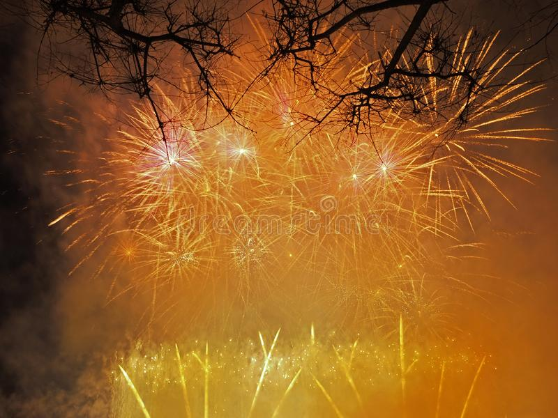 Bunte und schöne Feuerwerke stockfotografie