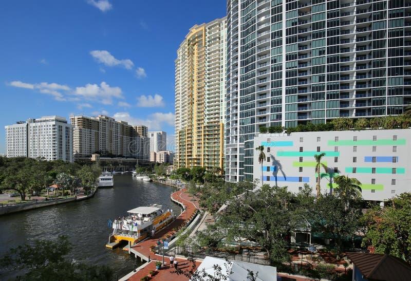 Bunte Vogelperspektive von Fort Lauderdale ` s Flussufer stockbild