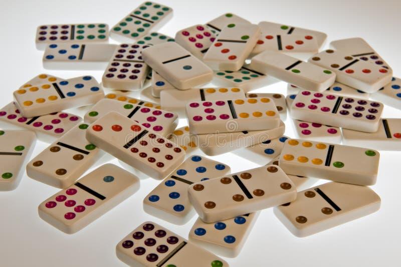 Bunte weiße Dominos stockfotografie