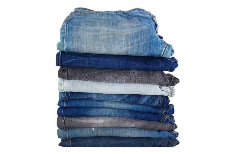 Bunten av vikt kläder, jeans flåsar, mörker - trous blå grov bomullstvill royaltyfria foton