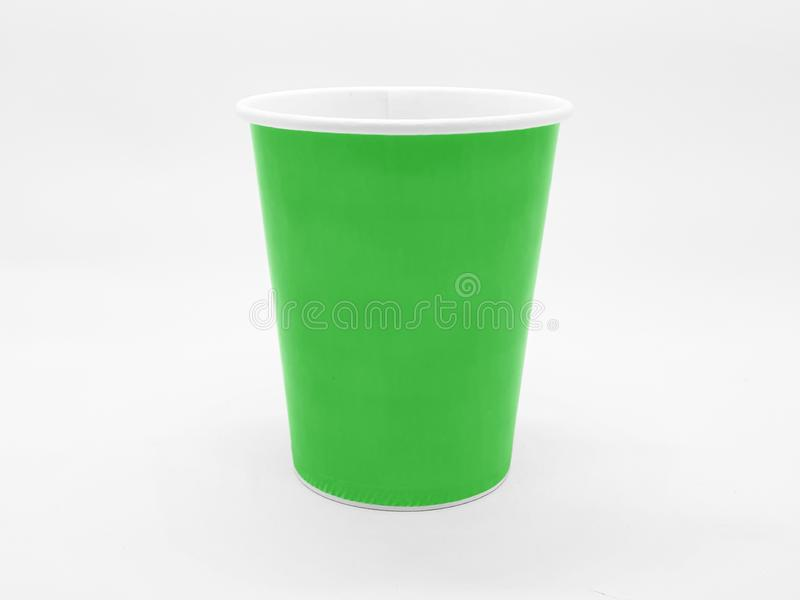 Bunter basierter Tee-Kaffee Juice Disposable Paper Glass Cup im weißen lokalisierten Hintergrund stockfoto