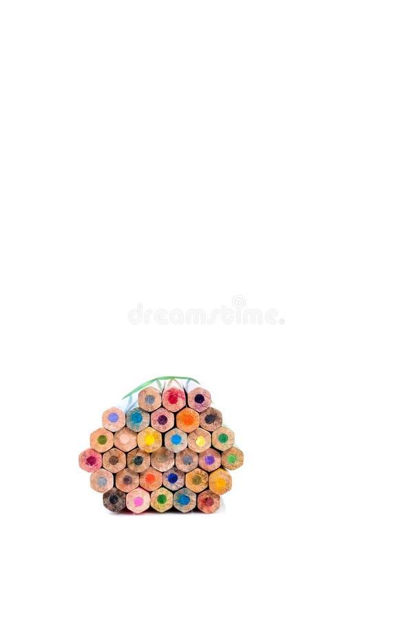 Bunter Bleistift auf weißem Hintergrund mit Kopienraum stockfotos