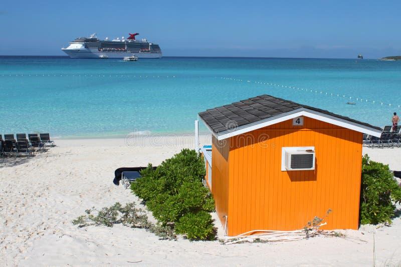 Bunter Cabana auf tropischem Strand stockbilder