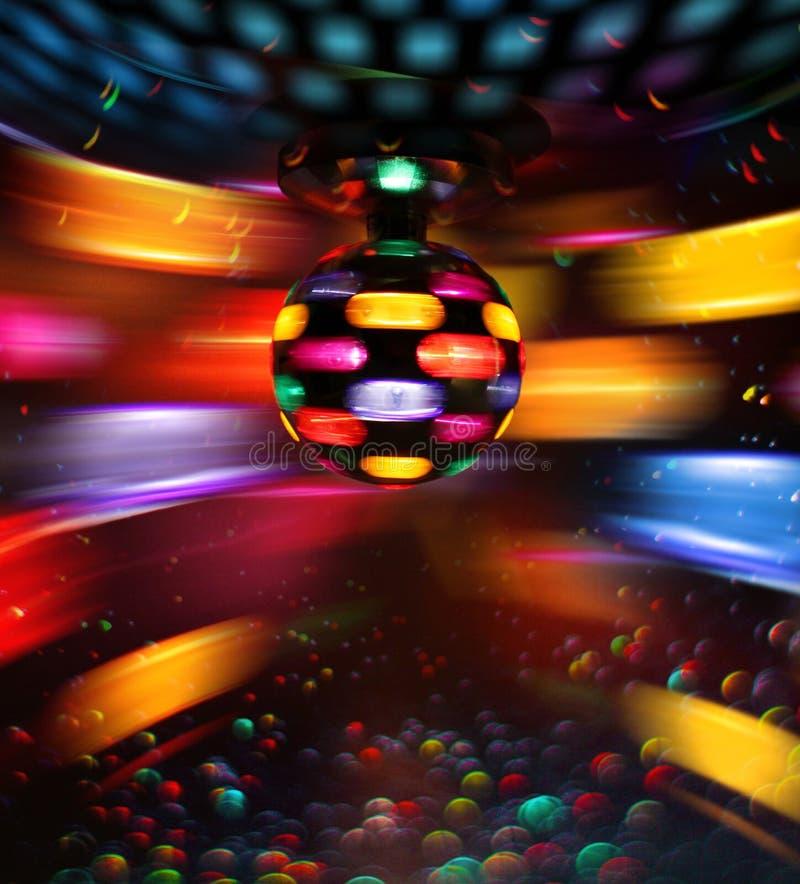 Bunter Discoball, der helle Reflexionen dreht lizenzfreies stockfoto
