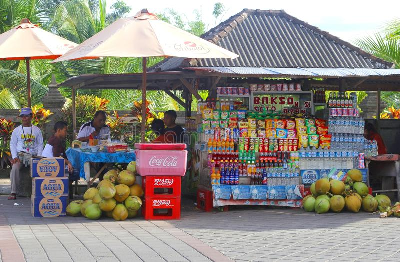 Bunter Gemischtwarenladen in Indonesien stockfotos