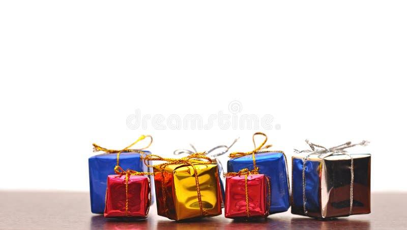 Bunter Geschenkkasten stockbild