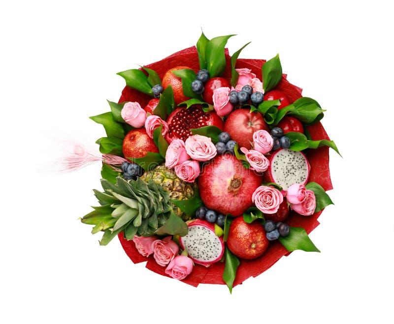 Bunter heller einzigartiger Blumenstrauß von den Blumen und von Früchten lokalisiert auf weißem Hintergrund lizenzfreies stockbild