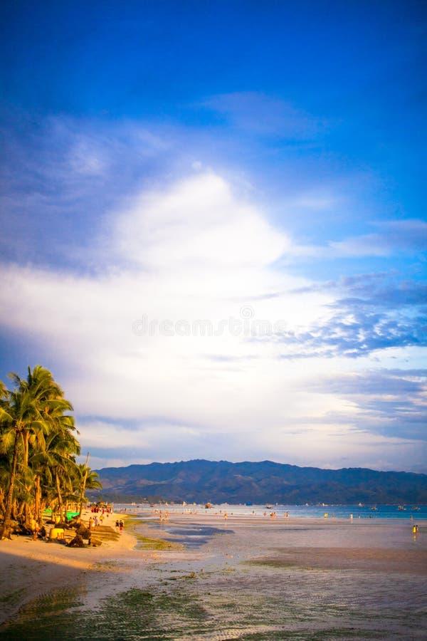 Bunter heller Sonnenuntergang auf der Insel Boracay, lizenzfreie stockfotos