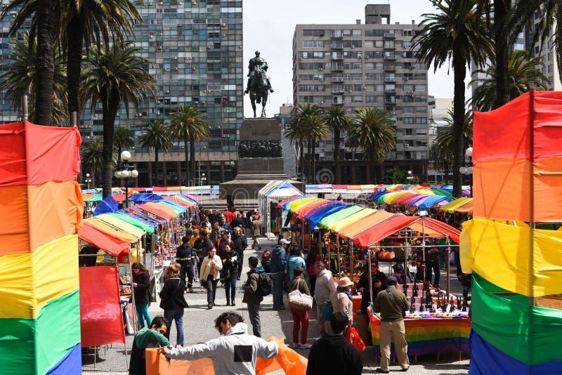 Bunter Markttag in Montevideo lizenzfreie stockbilder