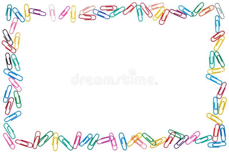 Bunter Rahmen von durcheinandergeworfenen Büroklammern auf weißem Hintergrund lizenzfreie stockfotos