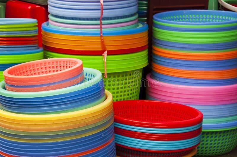 Bunter Regenbogen, Plastikbehälter stockbilder