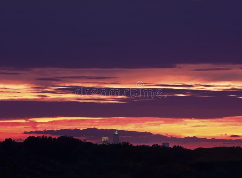 Bunter Sonnenuntergang über Cleveland lizenzfreies stockfoto