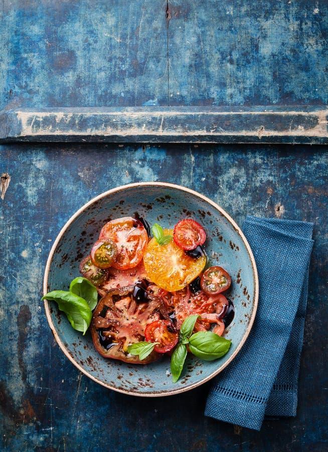 Bunter Tomatensalat lizenzfreies stockfoto