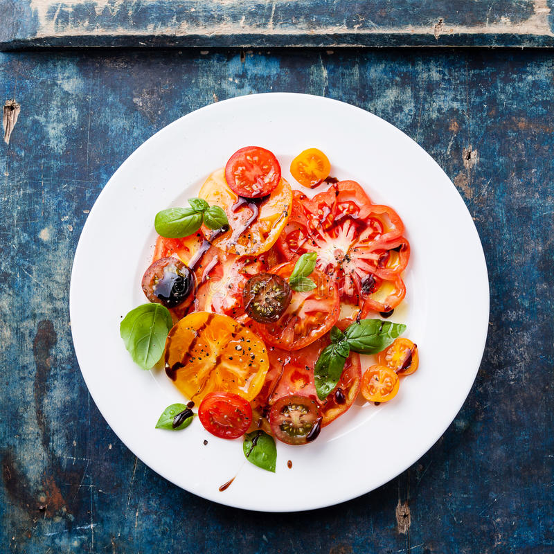 Bunter Tomatensalat stockfotos