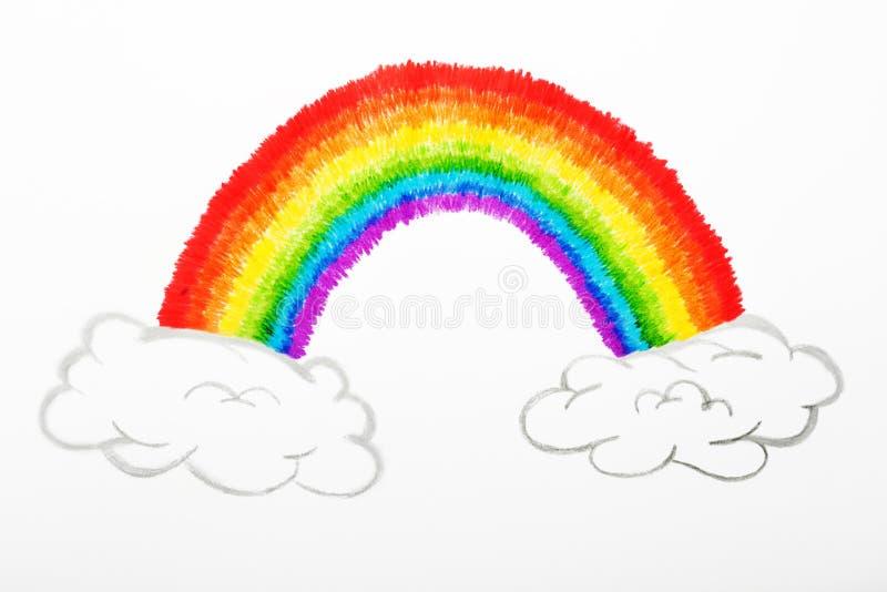 Bunter zeichnende Regenbogen und flaumige Wolken, Kindheitskonzeption lizenzfreie abbildung