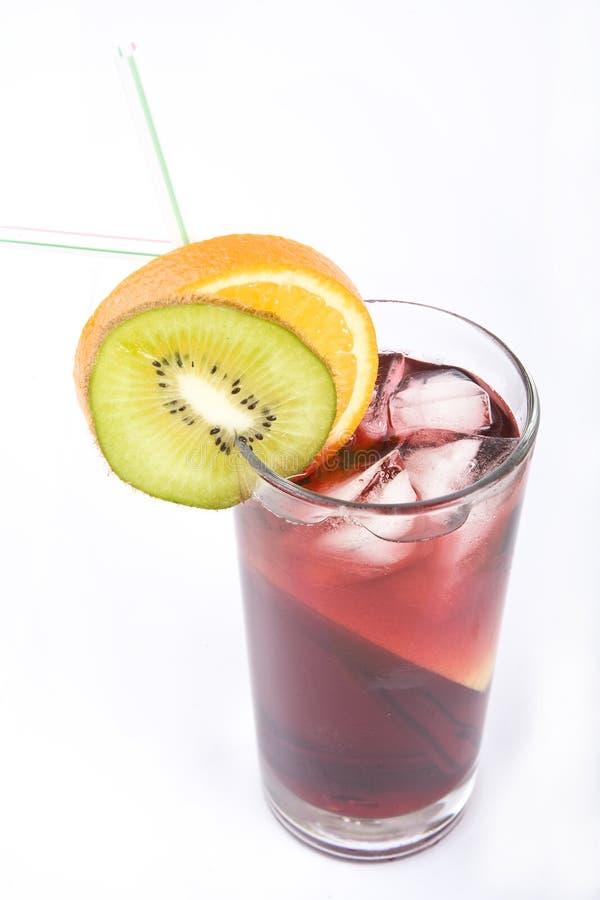 Buntes alkoholisches Cocktail in einem hohen Glas lizenzfreie stockfotografie