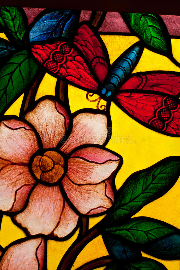 Buntes buntes Glas in der Kirche. lizenzfreie stockbilder