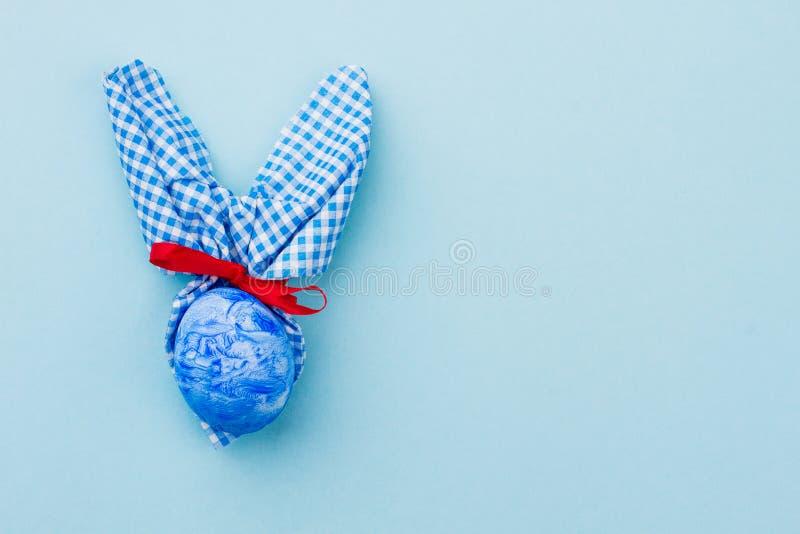 Buntes Ei Ostern mit den Hasenohren stockfotos