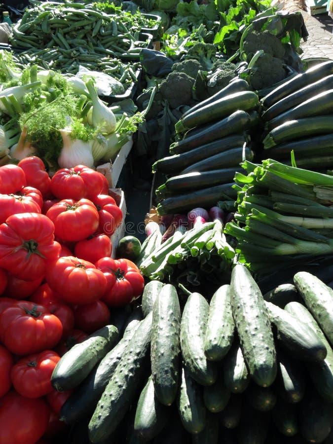 Buntes Gemüse, Markt in Zagreb stockbilder