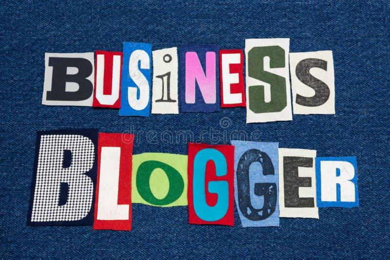 Buntes Gewebe DER GESCHÄFT BLOGGER-Textwort-Collage auf blauen Denim, Geschäfts- und Finanzblogs und dem Bloggen stockfoto