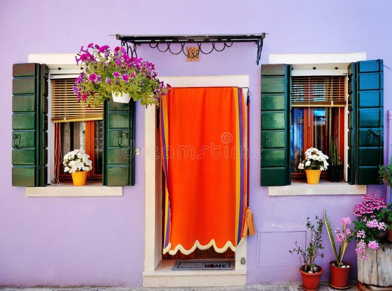 Buntes Haus in Burano, Venedig, Italien lizenzfreies stockfoto