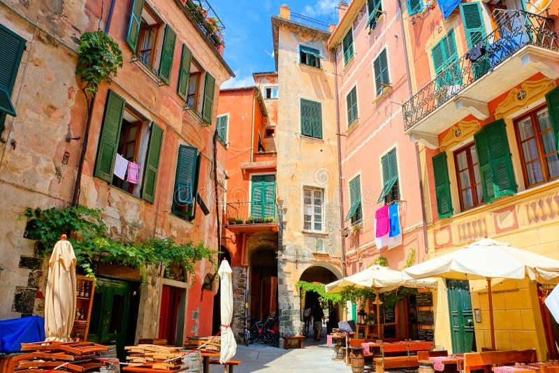 Buntes Quadrat im Cinque Terre-Dorf von Monterosso, Italien lizenzfreies stockfoto