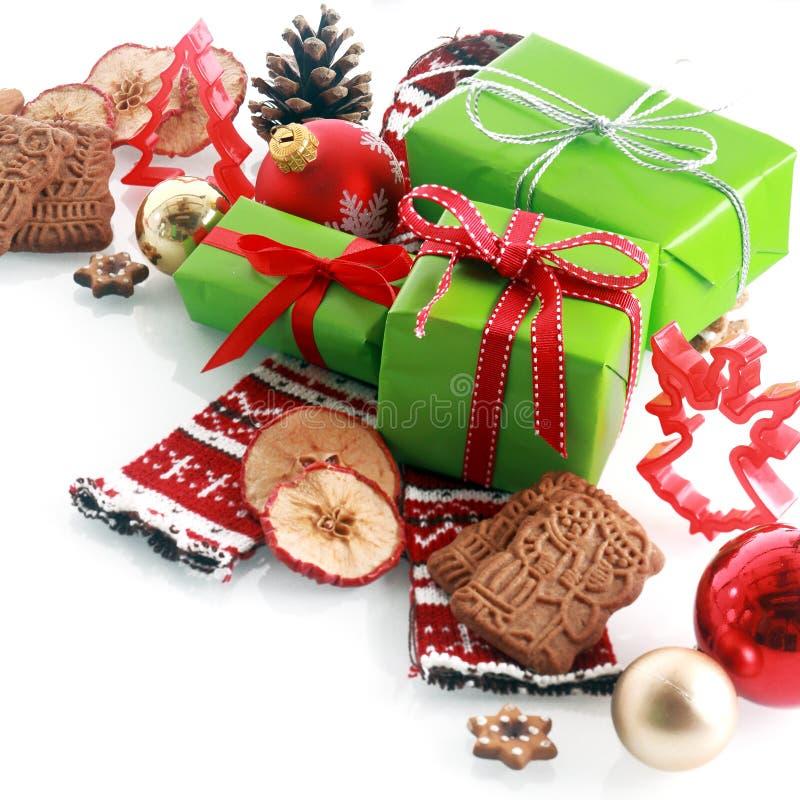 Buntes Rot und gree themenorientiertes Weihnachtsstillleben stockbilder