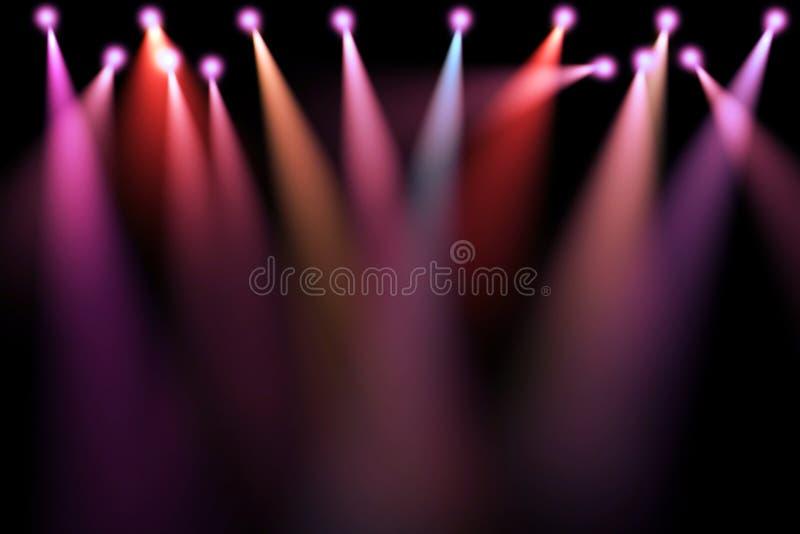 Buntes Stadium beleuchtet, Projektoren im dunklen, purpurroten, roten, blauen Scheinwerferstreik des weichen Lichtes lizenzfreie stockfotos